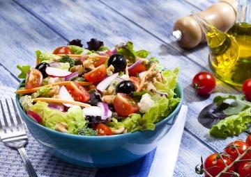 Ceviz Soslu Akdeniz Salatası
