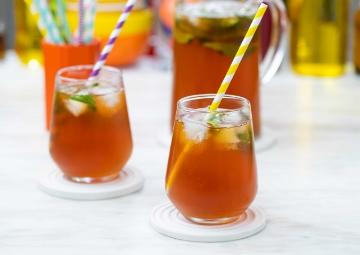Meyve ve Çayın Mükemmel Uyumu: Şeftalili Soğuk Çay Tarifi