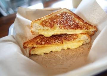 Kızarmış Çıtır Peynirli Tost