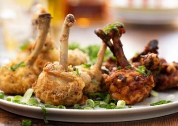 Acuka Soslu ve Paneli Tavuk Lolipopları