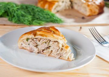 Hazır Yufkadan Kat Kat Lezzet: Tavuklu Börek Tarifi