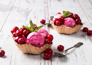 Rengi Ayrı Tadı Ayrı Efsane: Vişneli Dondurma Tarifi