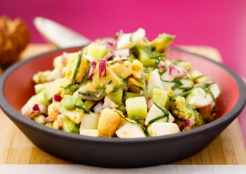 Yumurtalı Avokado Salatası
