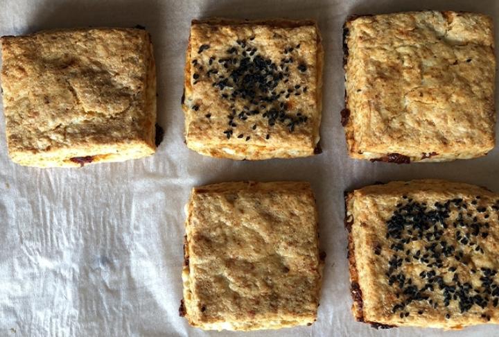 Burak Zafer'den Tulum Peyniri ve Kuru Domatesli Çörek