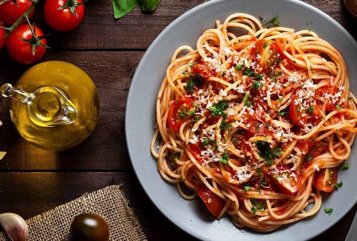 Domates Soslu Kıymalı Cevizli Spaghetti