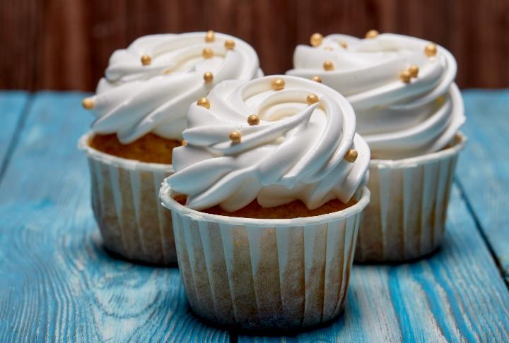 Beyaz Çikolatalı Cupcake ve Frosting