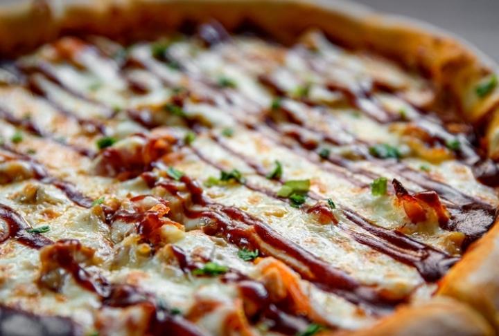 Evde Barbekü Soslu Tavuklu Pizza