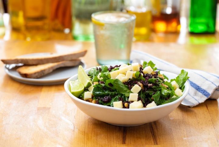 Bol Yeşillikli Siyah Pirinç Salatası