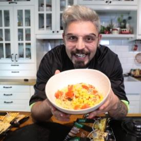 Uğur Kardaş ile Knorr Çabuk Noodle: Tavuk Çeşnili Noodle Tarifi