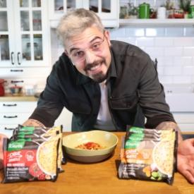 Uğur Kardaş ile Knorr Çabuk Noodle: Sebzeli Et Çeşnili Noodle Tarifi