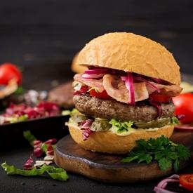 Favori Lezzetiniz Şimdi Evde: Hamburger Tarifi