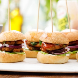 Lahana Salatası ve Tavuk Burger