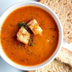 Krutonlu Kremalı Domates Çorbası