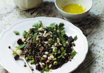 Bakliyatın ve Yeşilliğin Aşkı: Doyurucu Salatalar