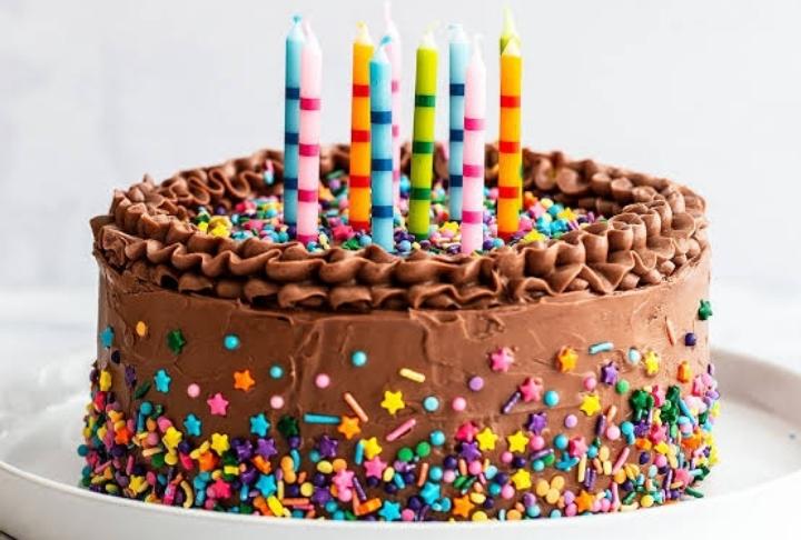 Konsept Perşembe: Doğum Günü Pastası